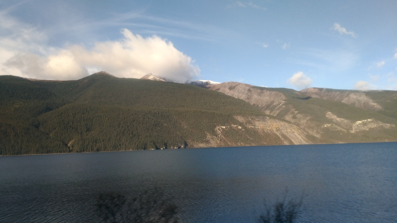 d14-lake-mountains-sky